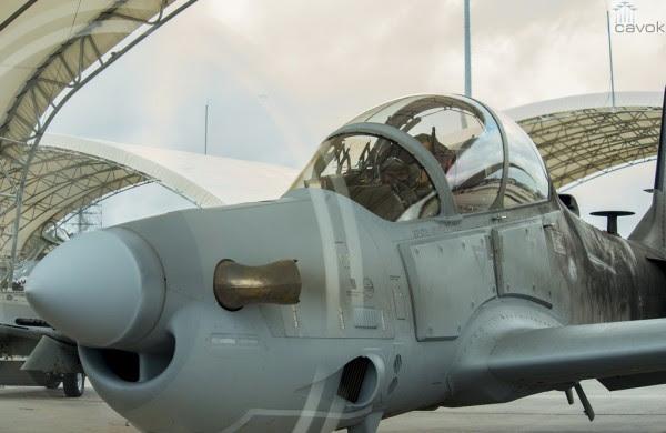 El cadete afgano ya incrustado en la A-29 Super Tucano, se inicia el procedimiento de accionamiento para el vuelo a Moody Air Force Base. (Fotos Airman 1st Class Ceaira Tinsley / USAF)
