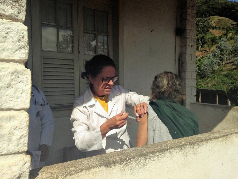 Vacina da febre amarela é disponibilizada pela rede pública de saúde (Foto: Divulgação / Ascom PMP Petrópolis)