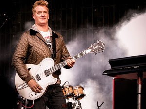 30/05 - O vocalista Josh Homme durante show do Queens of the stone age no Rock in Rio Lisboa (Foto: Divulgação/Rock in Rio Lisboa)