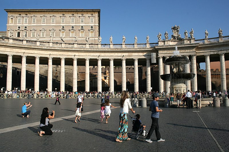 File:0 Palazzo Apostolico - Piazza San Pietro (1).JPG