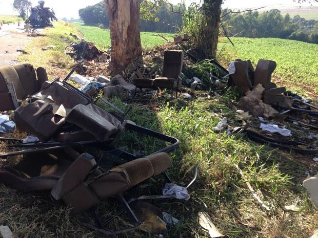 Local do acidente na manhã deste sábado (9) (Foto: Marco Matos/RPC)