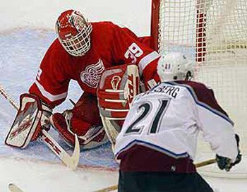 Hasek Red Wings 2002 photo HasekvsColorado1.jpg