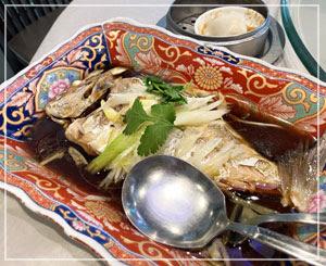 驚愕のボリュームだった友人の魚料理。