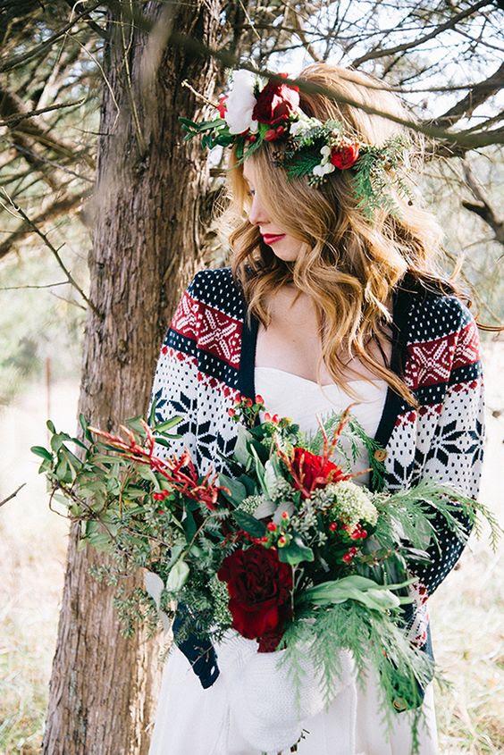 gemusterte Strickjacke bringt ein Weihnachts-Gefühl zu den Hochzeits-look