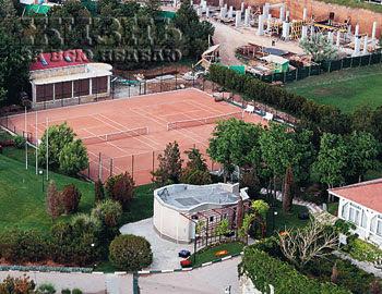 Вилла Алсу. Теннисные корты