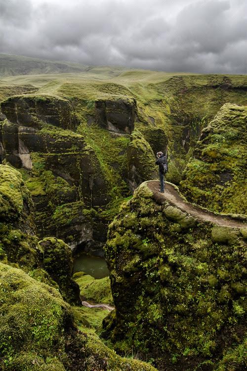 toteardown:  whimsicalele:  Fjaðrárgljúfur canyon, Iceland (by pas le matin)  Oh my…