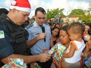 Polícia Militar arreca brinquedos para crianças carentes de São José de Mipibu (Foto: Divulgação/Polícia Militar )