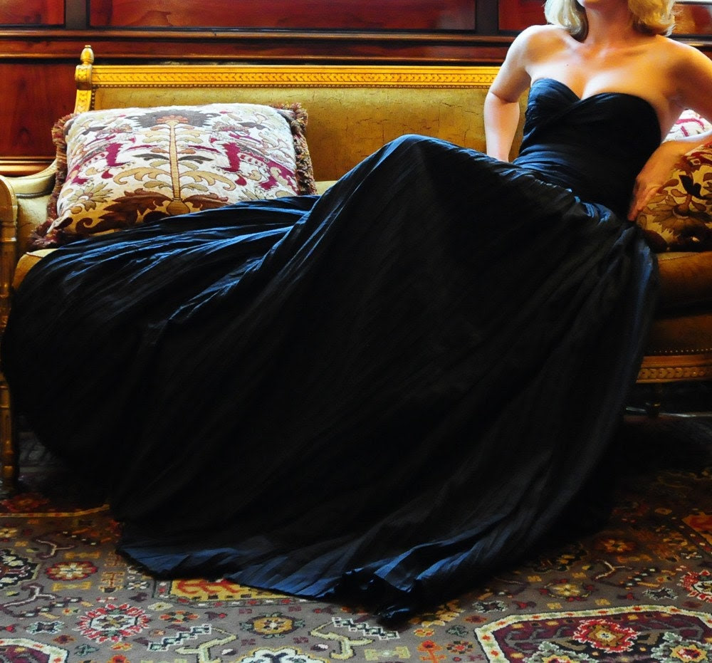 Black Beauty Bustle Gown in either Black, White or Ivory.