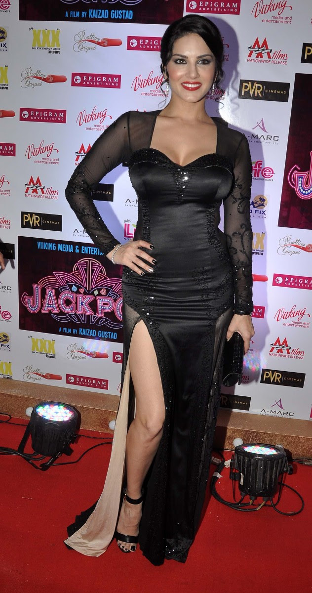 Sunny-Leone-Shah-Rukh-Khan-At-Jackpot-Movie-Premiere-Show-Image-Pictures-11