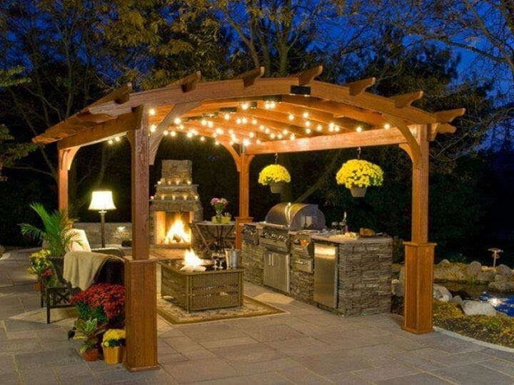 Love it. Love this outdoor kitchen and seating space.