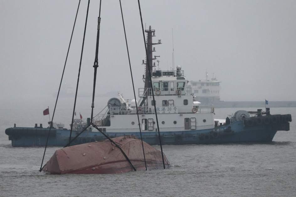 Una veintena de desaparecidos en un naufragio en China
