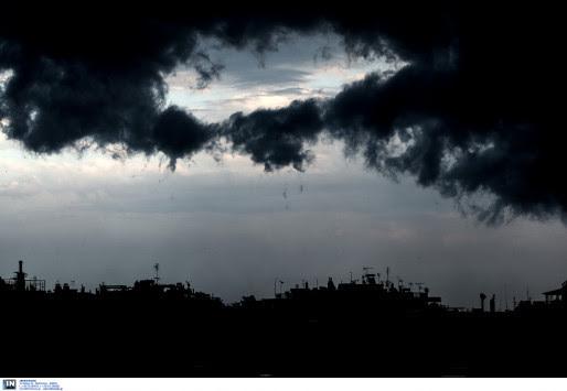 Καιρός: Καταιγίδες και πτώση της θερμοκρασίας την Τρίτη
