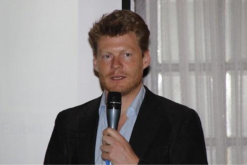 Christian Felber ante el Grupo Vasco del Club de Roma