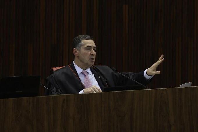 JOGOU A TOALHA: Combater fake news com decisão judicial é fantasia, diz Barroso