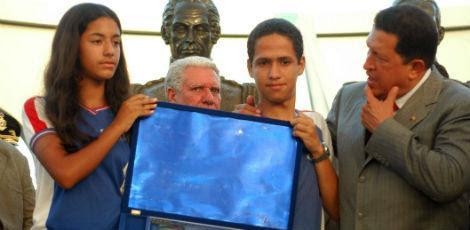 A populacao de Abreu e Lima, a 18 km do Recife, recebeu a visita do presidente da Venezuela, Hugo Chavez, em 2005 / Foto: Rodrigo Lôbo/JC Imagem
