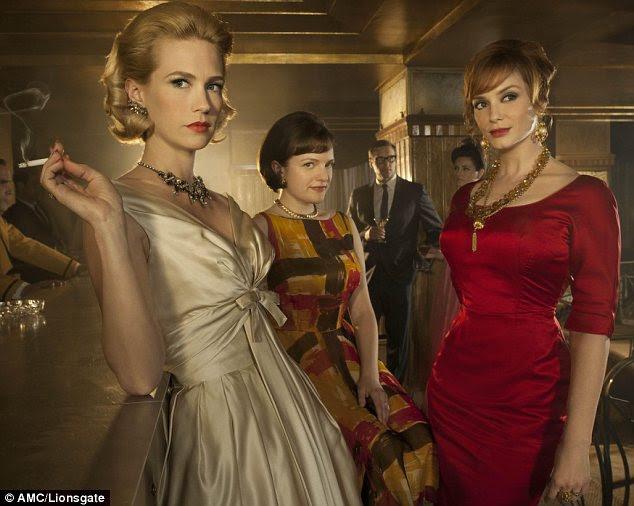 Sub-onde?  Mad Men personagens Betty Draper (à esquerda), Peggy Olson (centro) e Joan Harris costunmes vestindo desenhado por Bryant