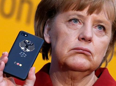 angela-merkel-blackberry