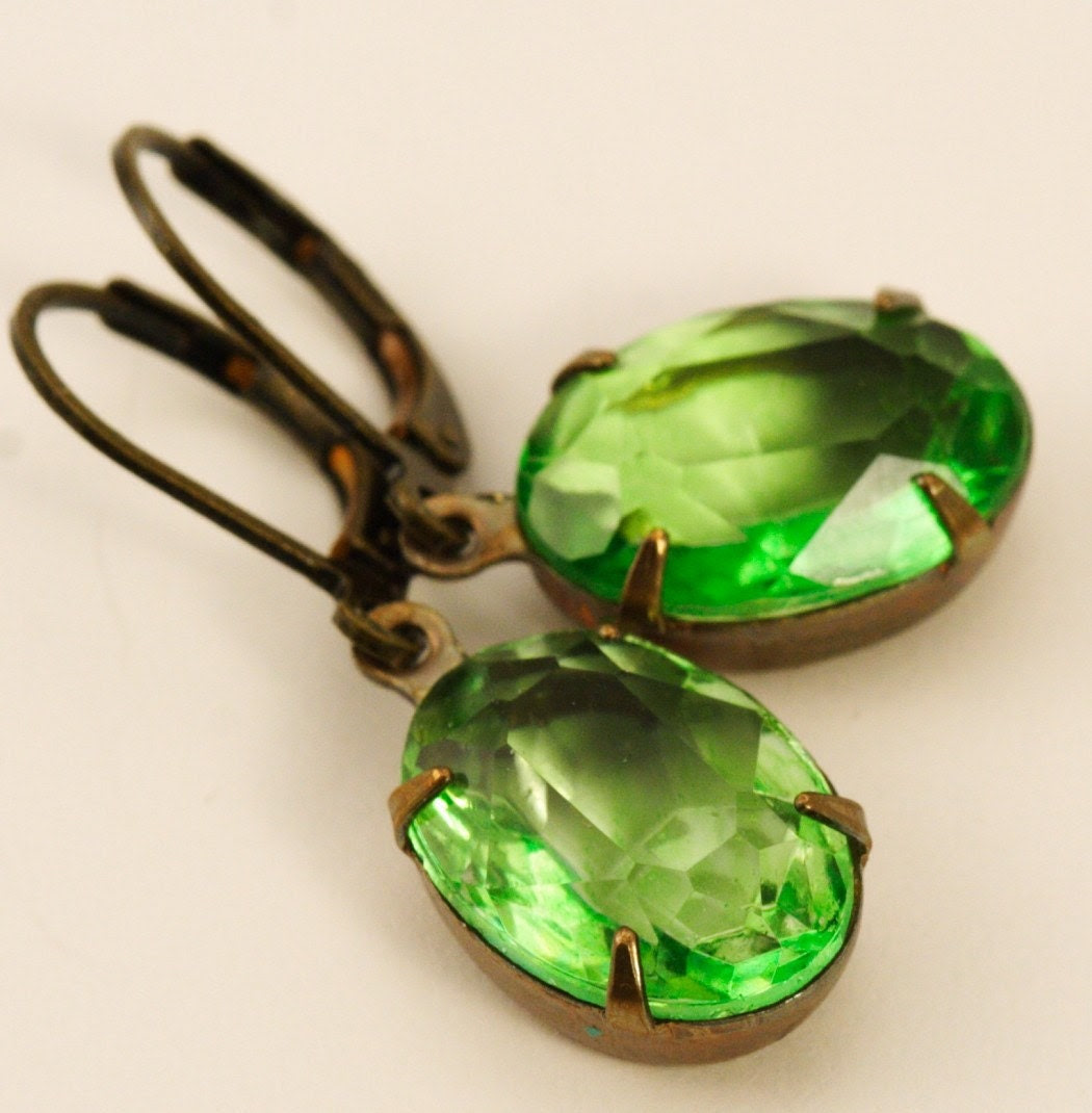 Vintage Glass Jewel Earrings - Peridot Green