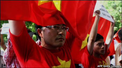 http://chhv.files.wordpress.com/2011/06/110605114955_viet_protest_466x262_afpgettyimages.jpg?w=466&h=262