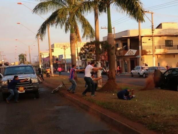 Tiroteio em Itumbiara matou candidato a prefeito Zé Gomes e feriu vice-governador José Eliton, em Goiás (Foto: Divulgação/Jota Eurípides)