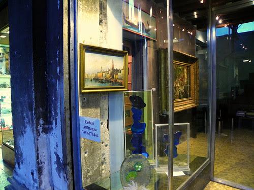 123/1000 (Window Shopping In Venice)