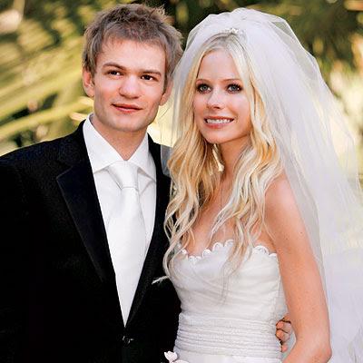 Avril lavigne dating liv