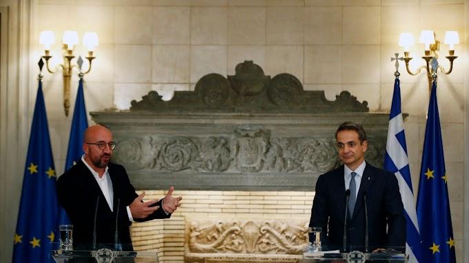 """EU-voorzitter Charles Michel wil """"dat alle lidstaten delen in de lasten van migratie"""" tijdens bezoek aan Athene"""