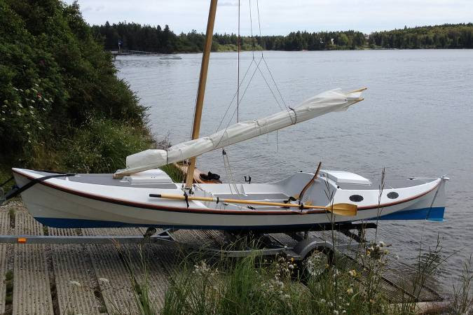 The 22′6″ Faering Cruiser is a compact camp-cruiser that tows