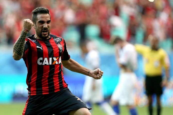 Escudero gol Vitória (Foto: Felipe Oliveira / Ag. Estado)