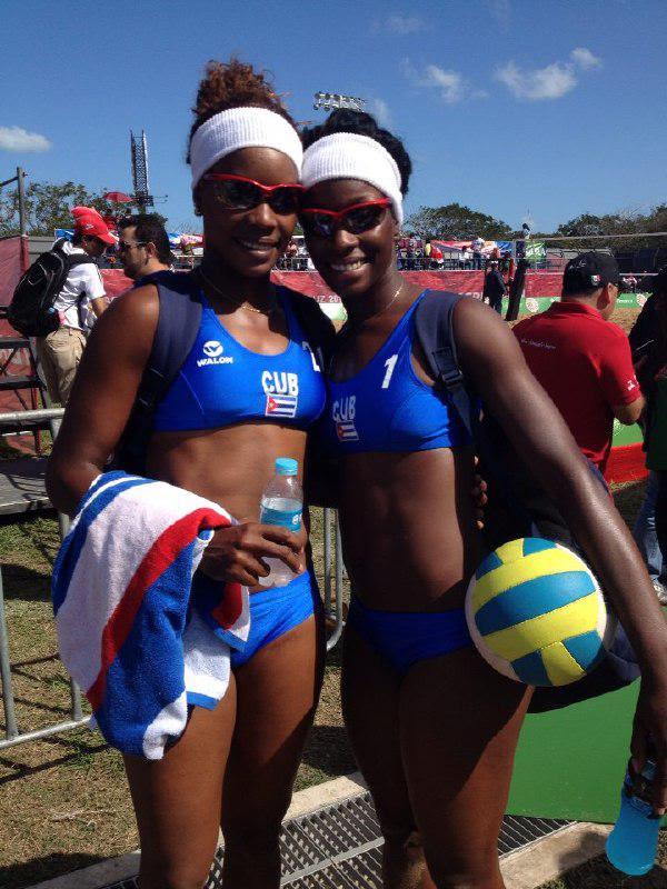 La pareja cubana de Lianma Flores y Leila Martínez doblegaron a la dupla local por la corona de Veracruz 2014.