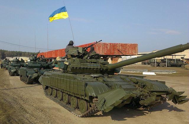 """Ucrania comenzó ejercicios militares que las fuerzas rusas apretaron su control sobre la península de Crimea y el Ministerio de Relaciones Exteriores en Moscú advierte de la """"anarquía"""" en las provincias orientales de la ex república soviética."""