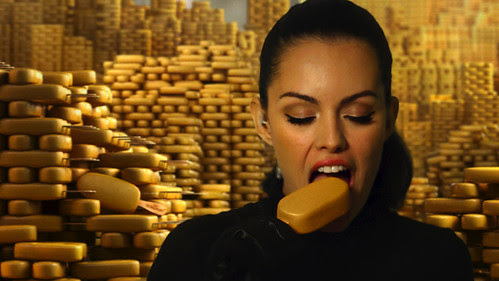 Caroline de Souza Correa ice cream bite