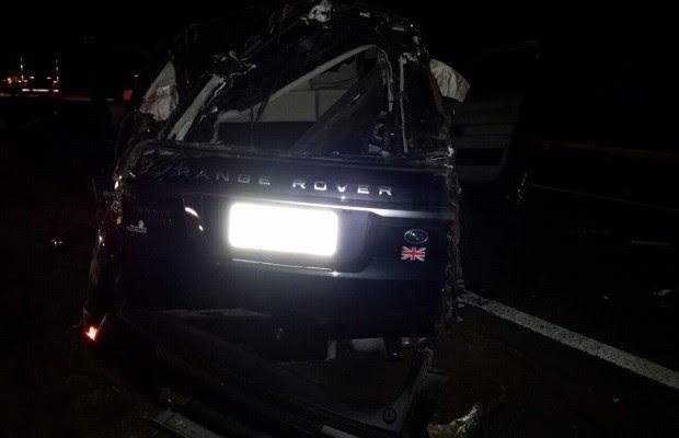 Bombeiros dizem que cantor e outras três pessoas estavam no carro; mulher morreu