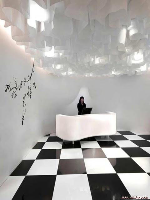 Bước vào tiền sảnh khách sạn, khách đã cảm thấy choáng ngợp trước một không gian trang trí giản đơn nhưng đầy ấn tượng.