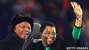Nelson Mandela junto a Graça Machel en la Copa del Mundo en 2010