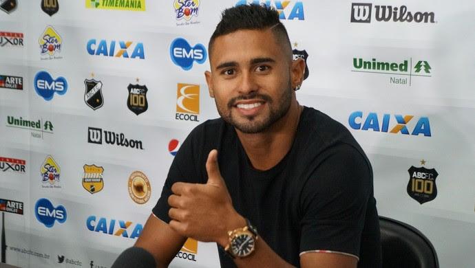 Kayke - atacante do ABC (Foto: Augusto Gomes/GloboEsporte.com)