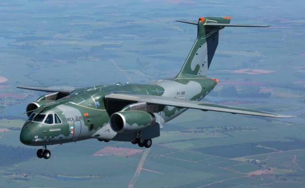 Aviones de transporte militar KC-390, con motivo de su primer vuelo, celebrada el 02/03/2015 en la ciudad de Gavião Peixoto, SP (Foto - Embraer)