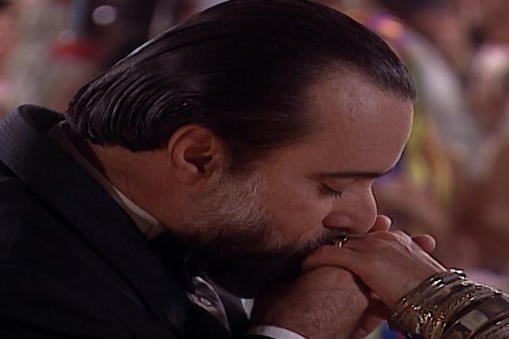 Miguel renova o pedido de casamento para Helena e ela aceita (Foto: reproduo/viva)