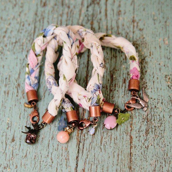 DIY: sweet hanky bracelets
