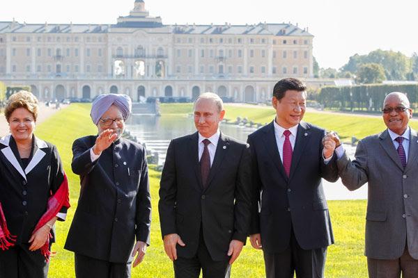 Dilma e os dirigentes da Índia, Rússia, China e África do Sul na reunião de cúpula realizada no ano passado em São Petersburgo
