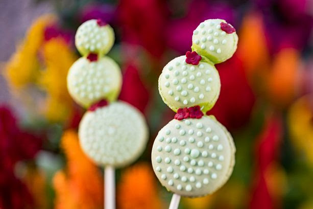 Cactus Macaron Lollipops ©Disney