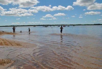 Resultado de imagen para Alertan que nivel del río Paraná permanecerá elevado