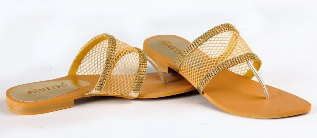 Girls-Womens-Beautiful-Formal-Flat-Shoes-Eid-Footwear-Collection-2013-by-Metro-Shoes-1