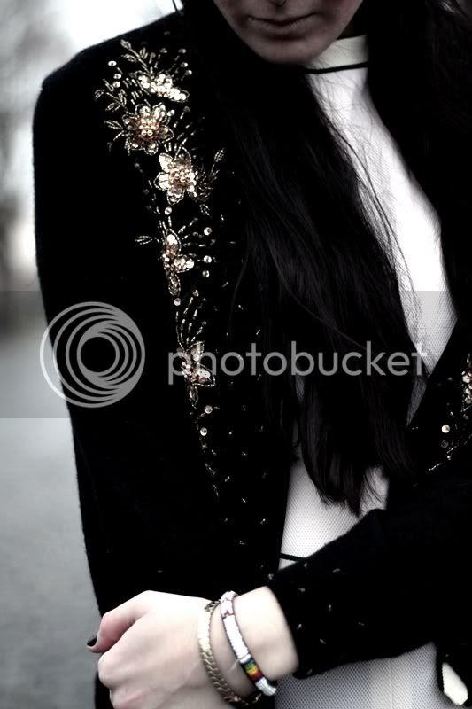 dunkelblauer vintage angora cardigan bestickt mit pailletten und perlen gold