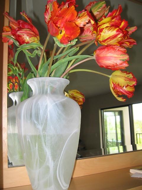 tulips_in_vase