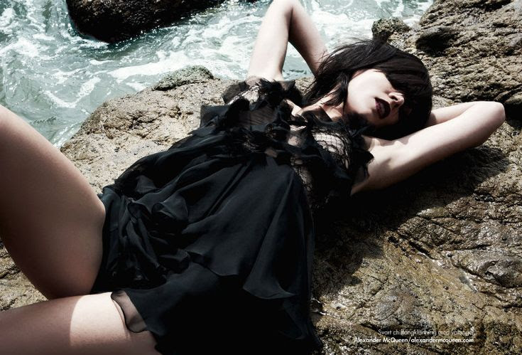 Liberty Ross by Christopher Schmidt for Plaza Kivinna #fashion #model #beach #brunette #magazine