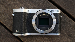 Samsung NX300 Hands-On: This Mirrorless Camera Shoots Realistic 3D Photos and Video From a Single Lens