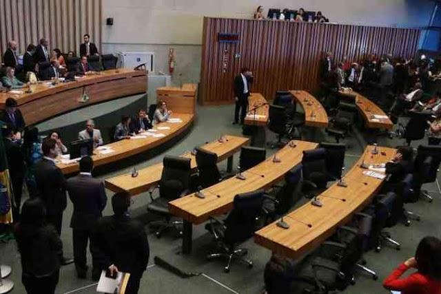 Policiais e professores formam metade da nova Câmara Legislativa do DF