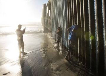 Al nuevo 'muro de la vergüenza' le faltan 2.000 kilómetros