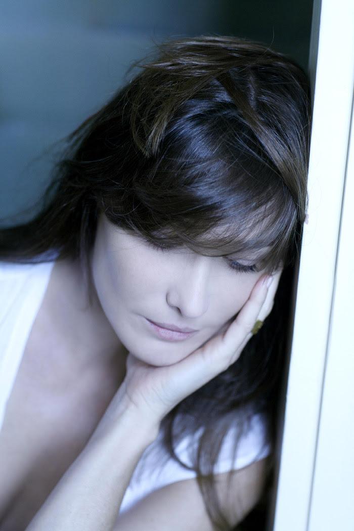 Карла Бруни (Carla Bruni) в фотосессии Клода Гассиана (Claude Gassian) (2006), фото 1